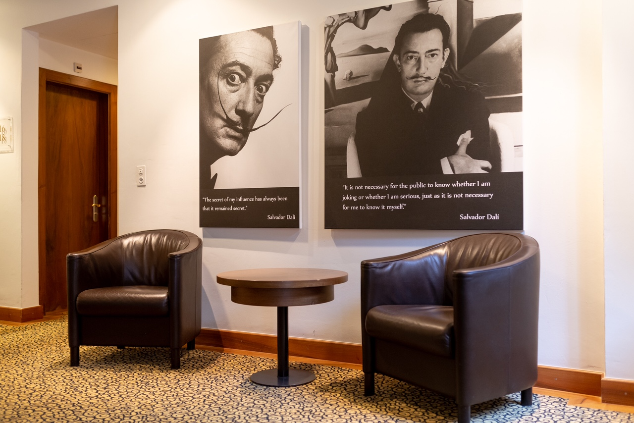 Art Boutique Hotel Monopol Salvador Dali