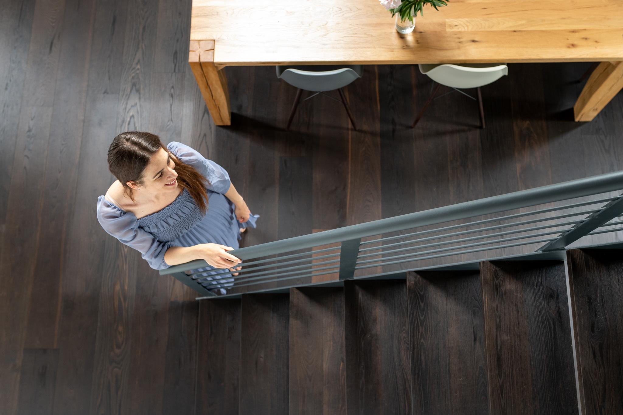 Treppe mit Holz eingekleidet